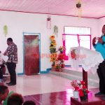 Owira Indouw saat menyosialisasikan bahaya virus corona di sela-sela kegiatan penginjilan dan pengajaran alkibat bagi generasi muda Kampung Mbenti.